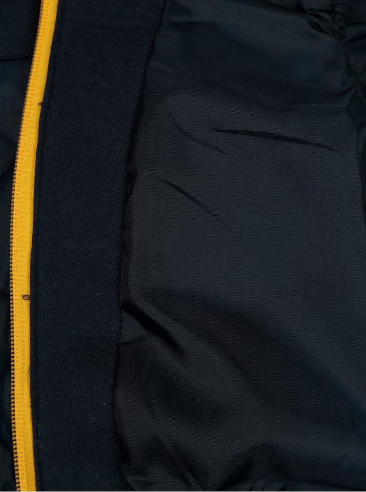 Tmavě modrá klučičí prošívaná vesta s detaily ve žluté barvě Lego Wear Jakob
