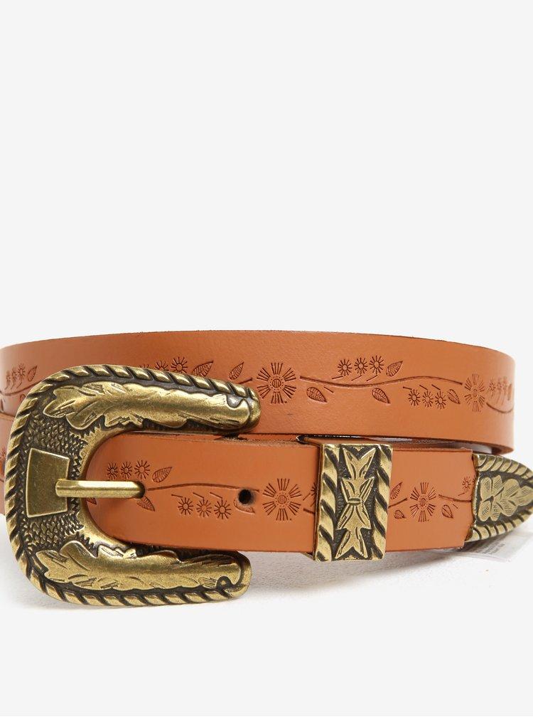 Hnědý kožený pásek s detaily ve zlaté barvě Pieces Ilse
