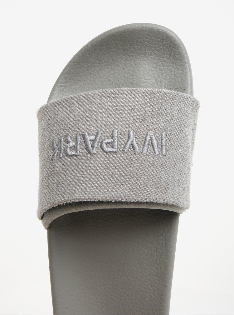Šedé pantofle s vyšitým logem Ivy Park