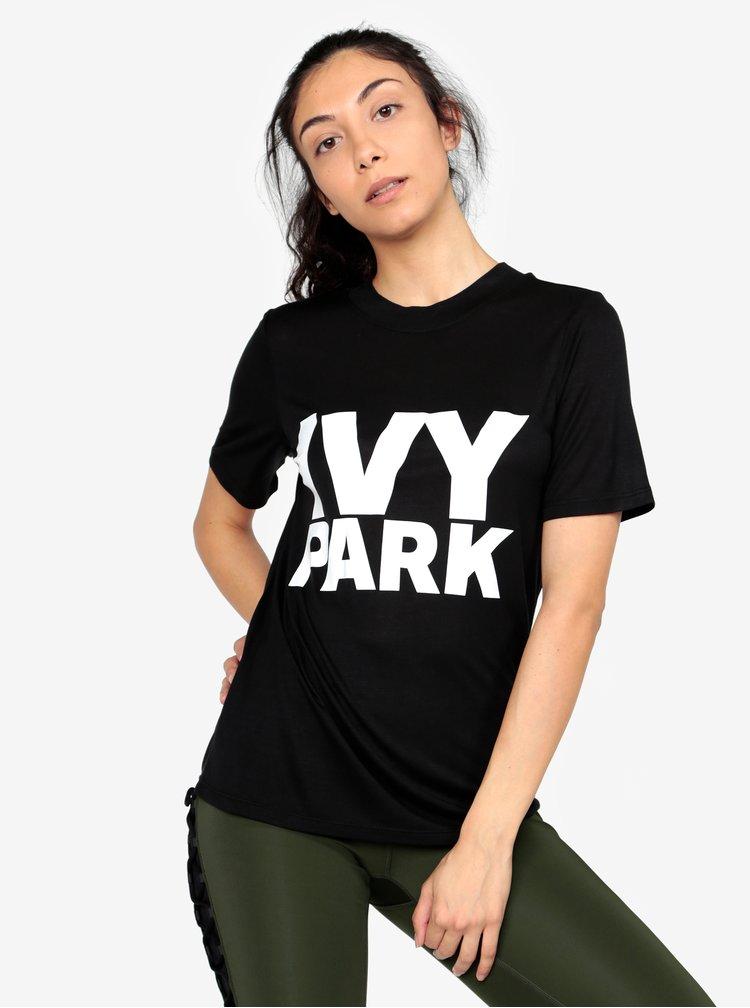 Černé tričko s potiskem Ivy Park