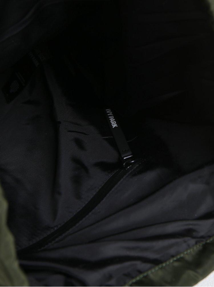Tmavě zelený batoh Ivy Park