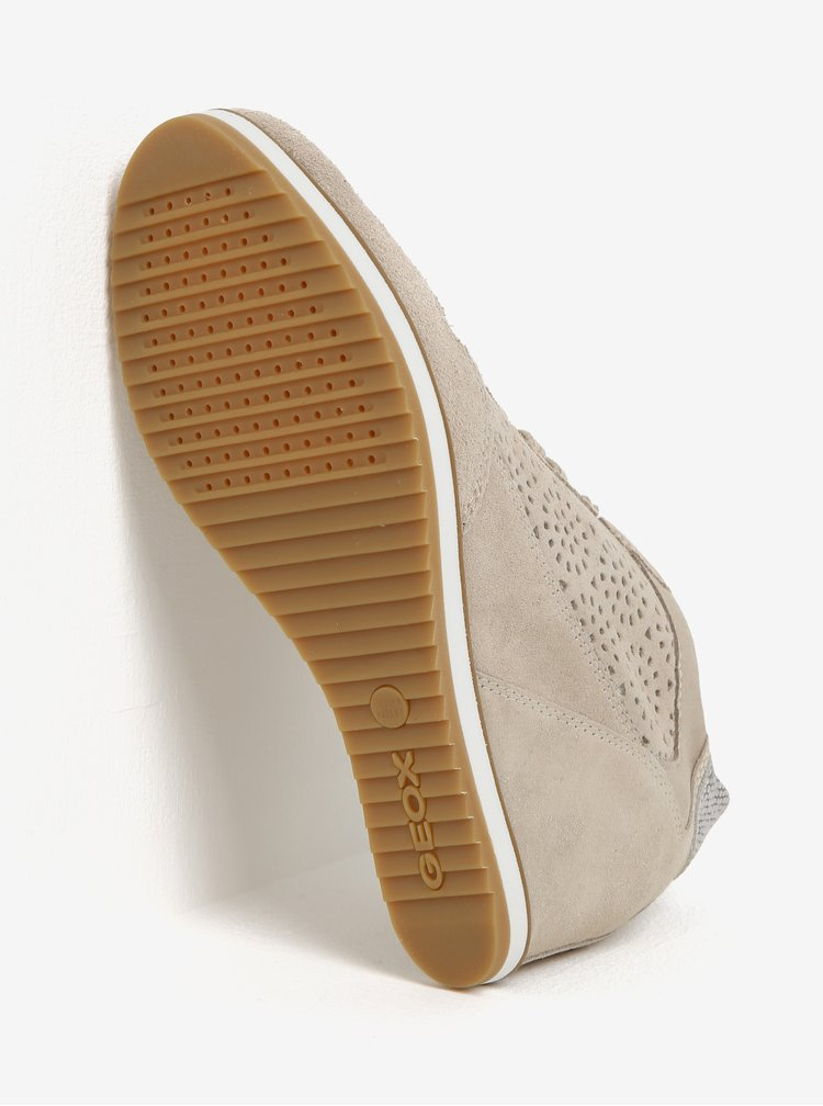 Béžové semišové perforované tenisky na klínku Geox Illusion