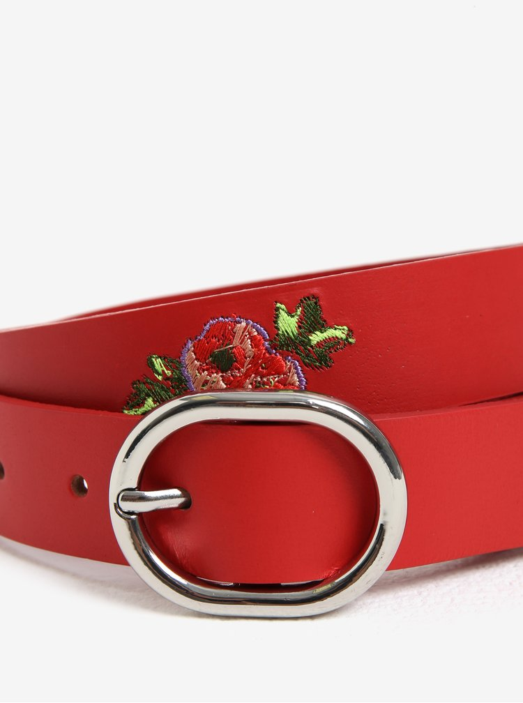 Červený kožený pásek s květinami Pieces Iviaya