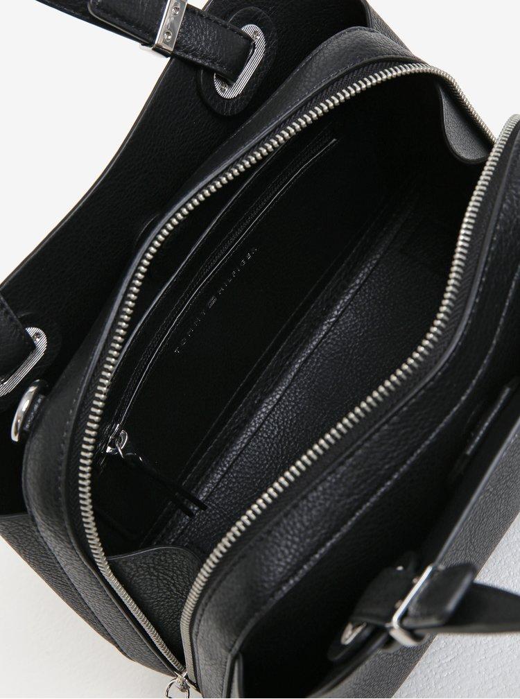 Černá koženková crossbody kabelka Tommy Hilfiger