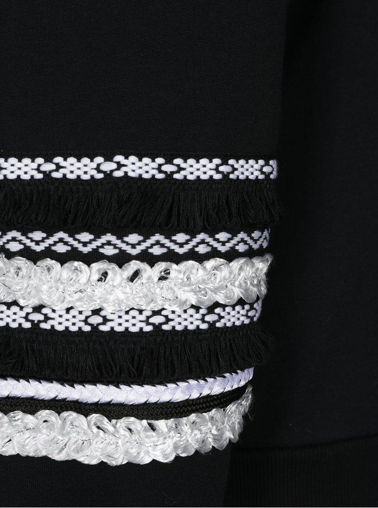Černá mikina s ozdobnými aplikacemi na rukávech Dorothy Perkins