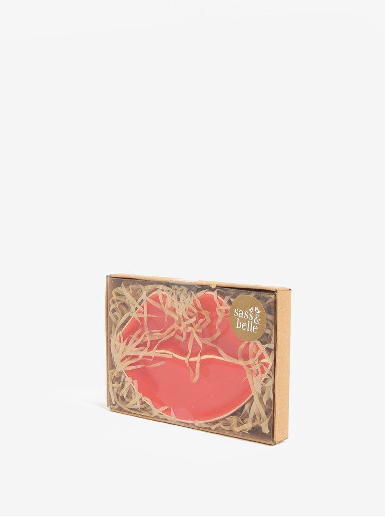 Červený talířek na šperky ve tvaru rtů Sass & Belle