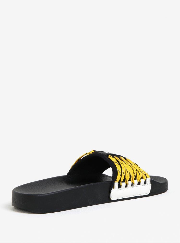 Černé pantofle s ozdobnými tkaničkami Ivy Park