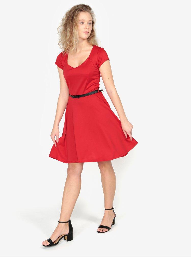 Rochie rosie cu o curea neagra - ZOOT