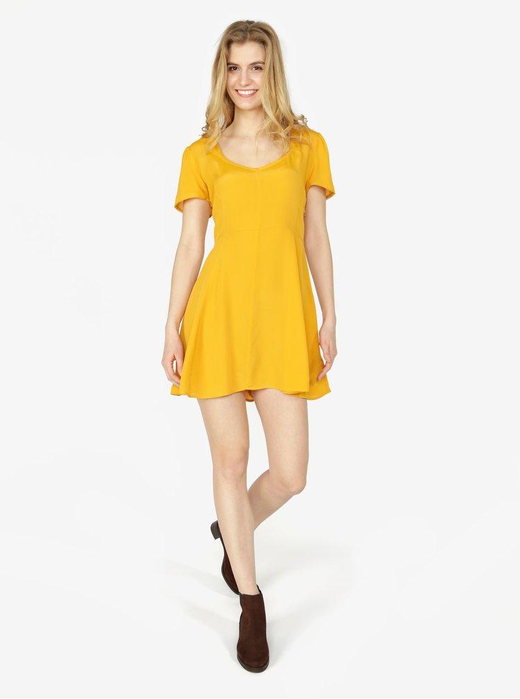 Horčicové šaty Miss Selfridge
