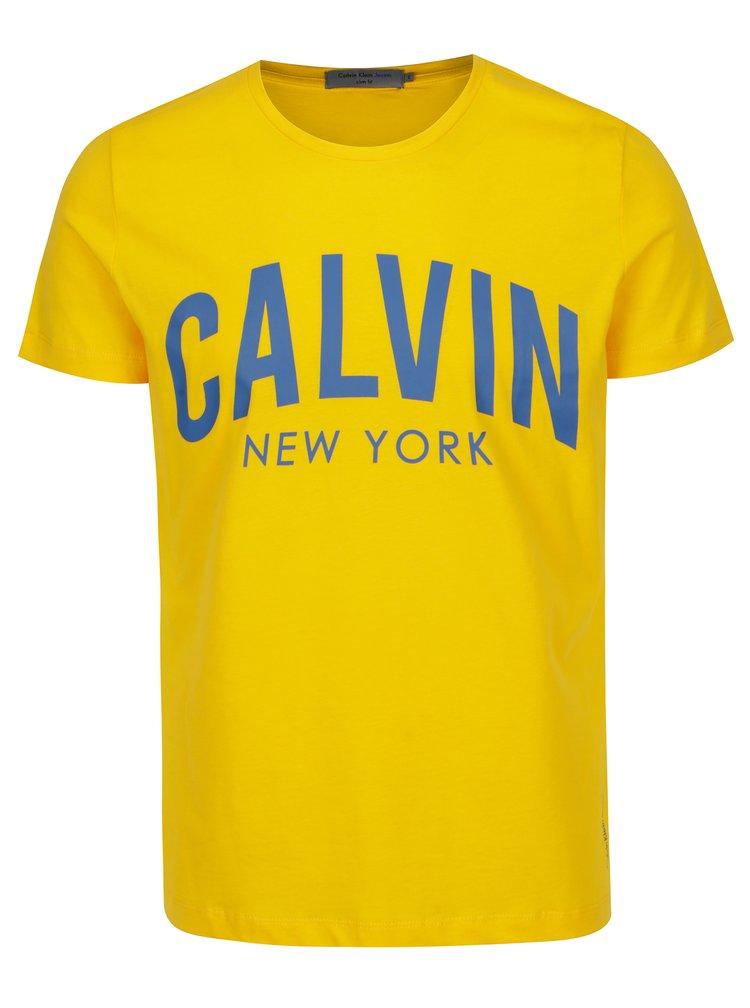 Žluté pánské slim fit tričko s potiskem Calvin Klein Jeans Tibokoy
