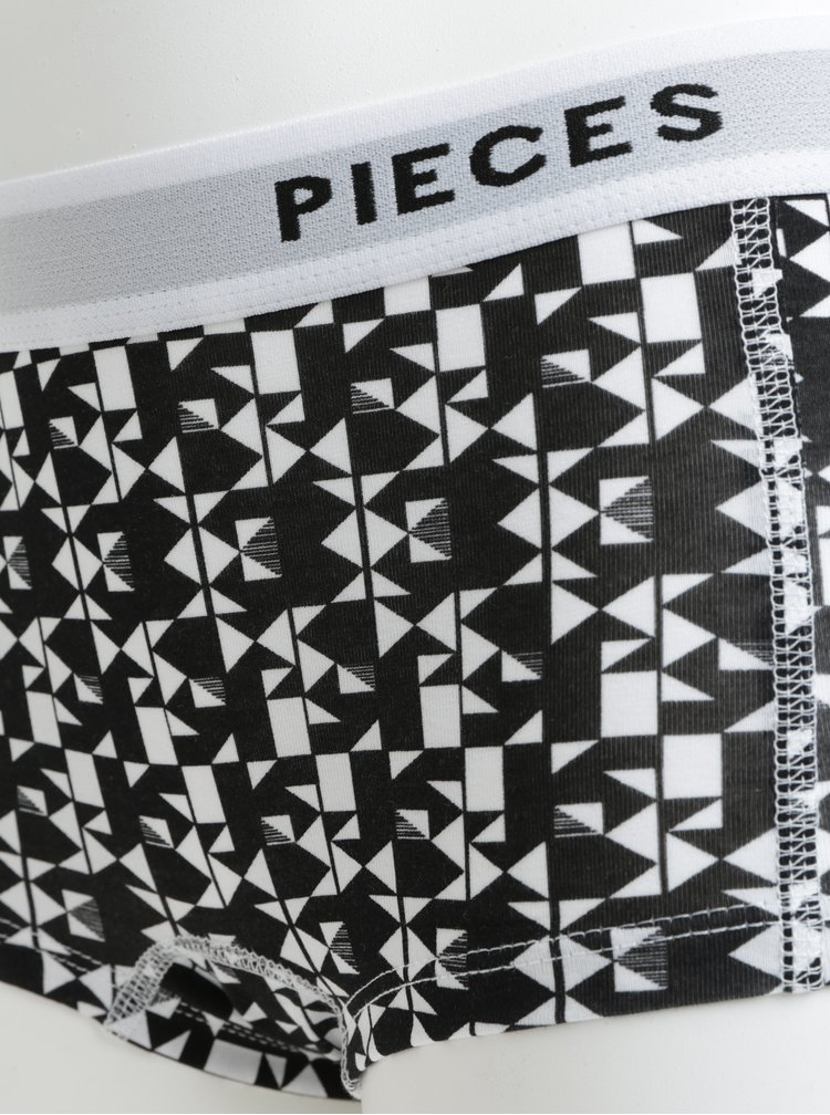 Sada čtyř vzorovaných kalhotek v černo-bílé barvě Pieces Logo