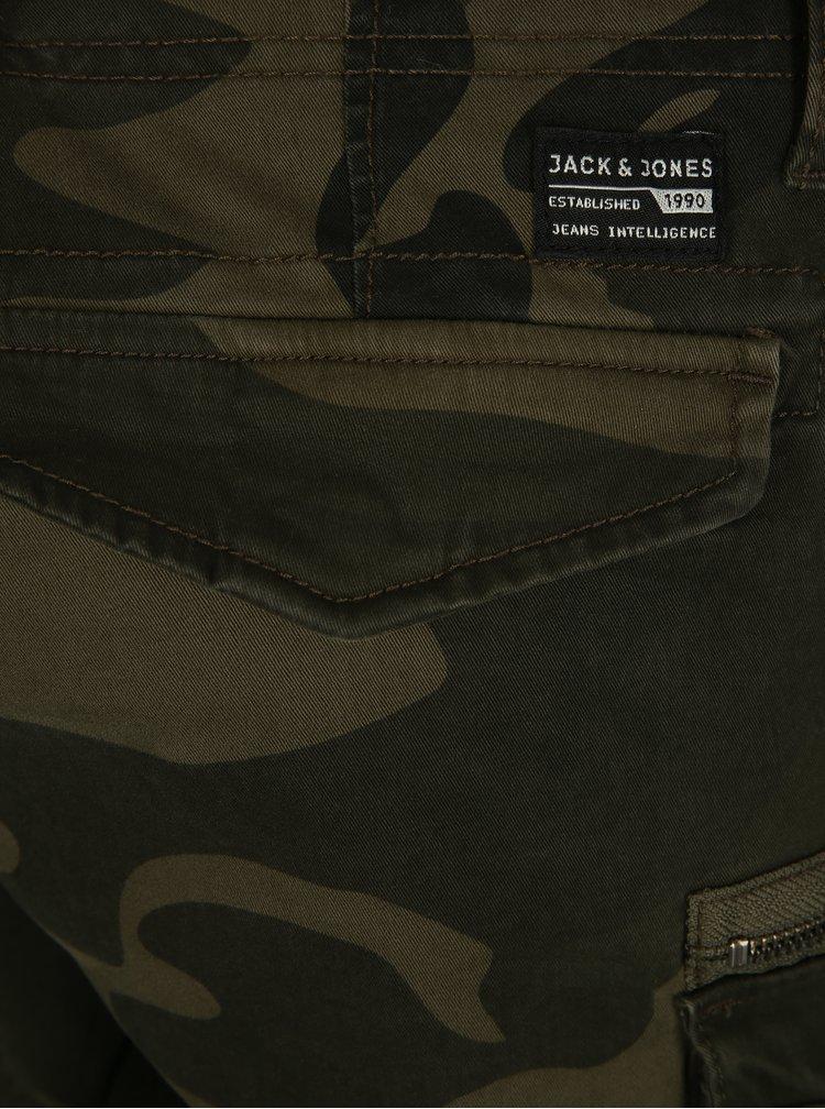 Tmavě zelené maskáčové kraťasy Jack & Jones Chop