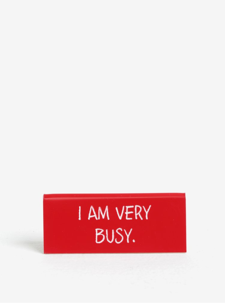Červená cedulka s nápisem CGB