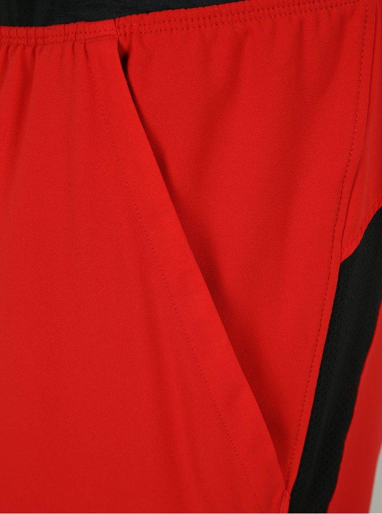Černo-červené pánské funkční kraťasy Under Armour Launch