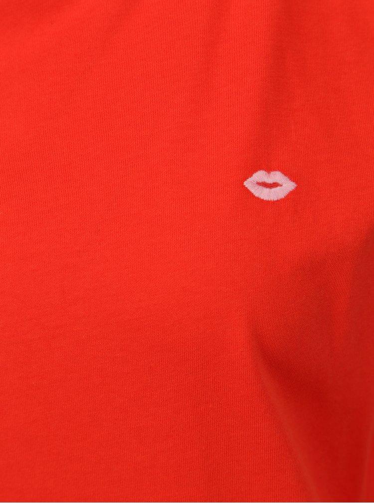 Červené tričko s výšivkou pusy ONLY Nora