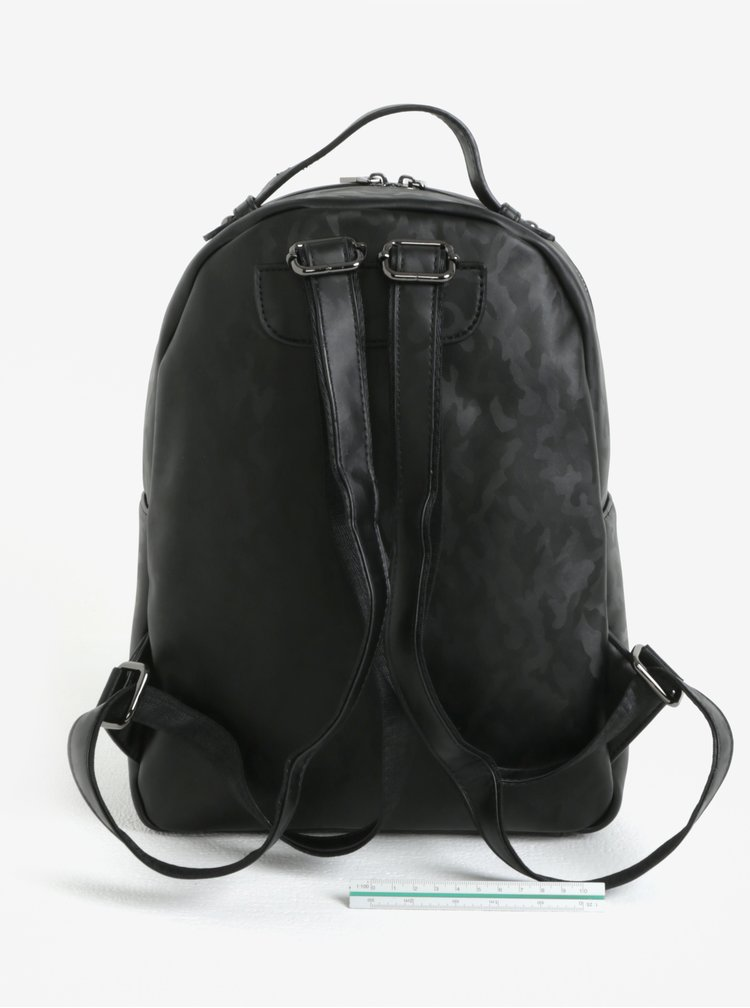 Černý batoh s maskáčovým vzorem Claudia Canova Piper