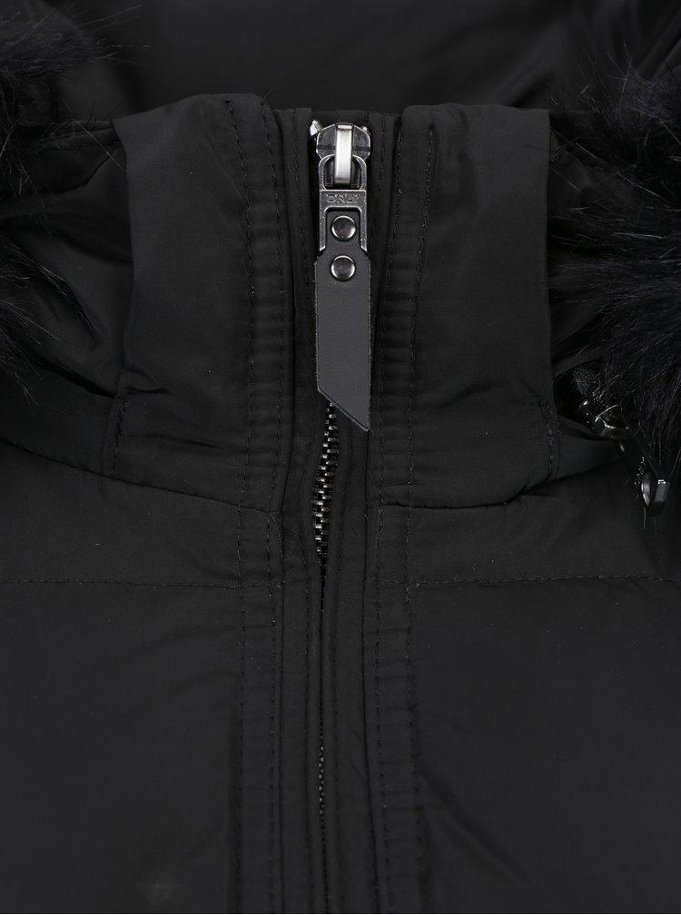 Černý péřový prošívaný kabát s kapucí ONLY Rhoda