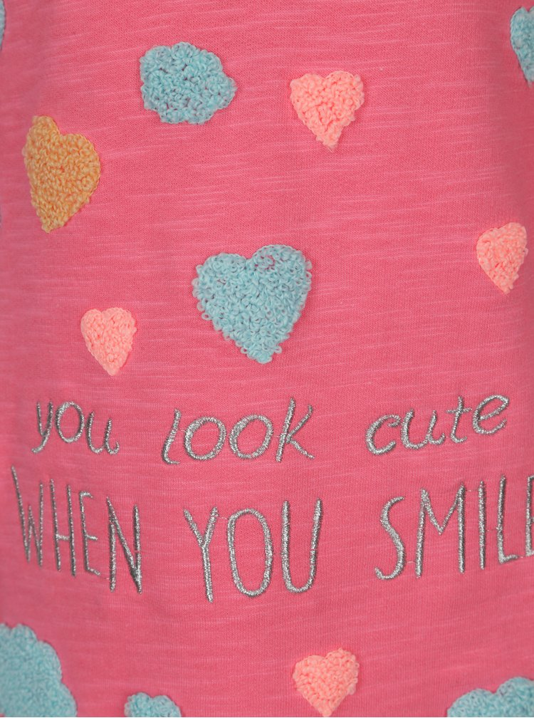 Růžové žíhané holčičí šaty s nášivkami 5.10.15.