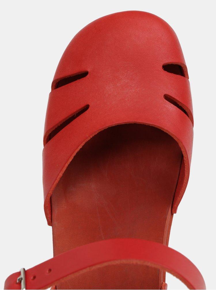 Dřeváky na podpatku s červenými koženými pásky Swedish Hasbeens Baskemölla Sandal