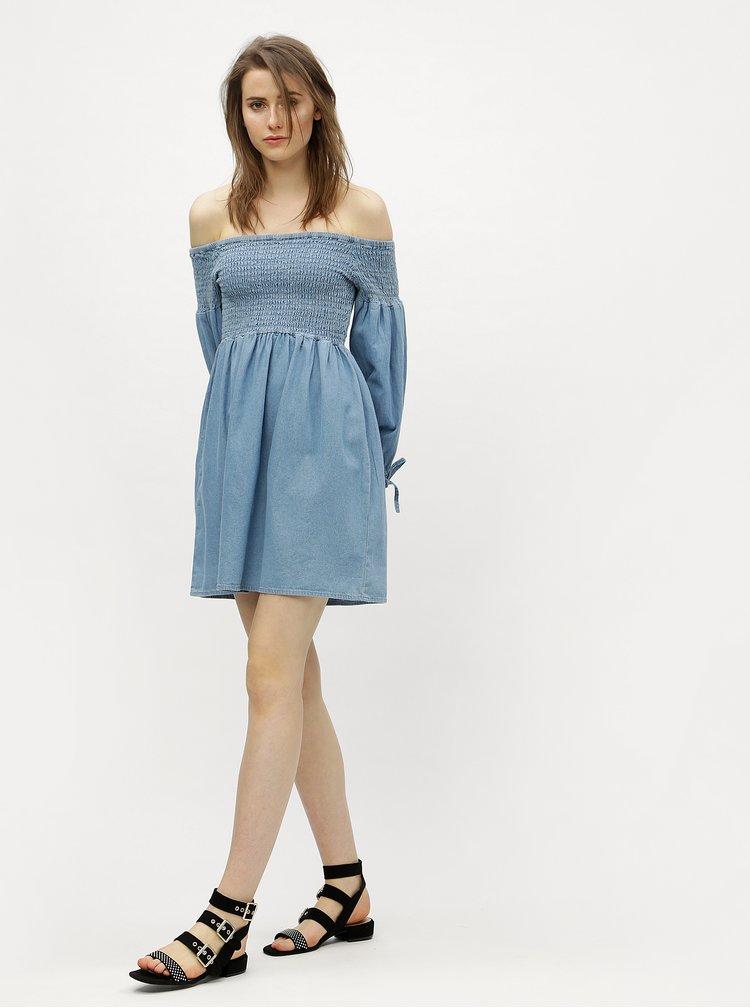 Světle modré džínové šaty s odhalenými rameny Miss Selfridge