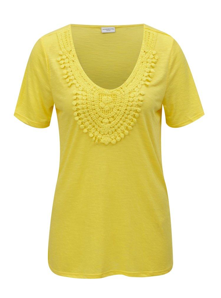 Žluté tričko s krajkovou nášivkou Jacqueline de Yong Dodo