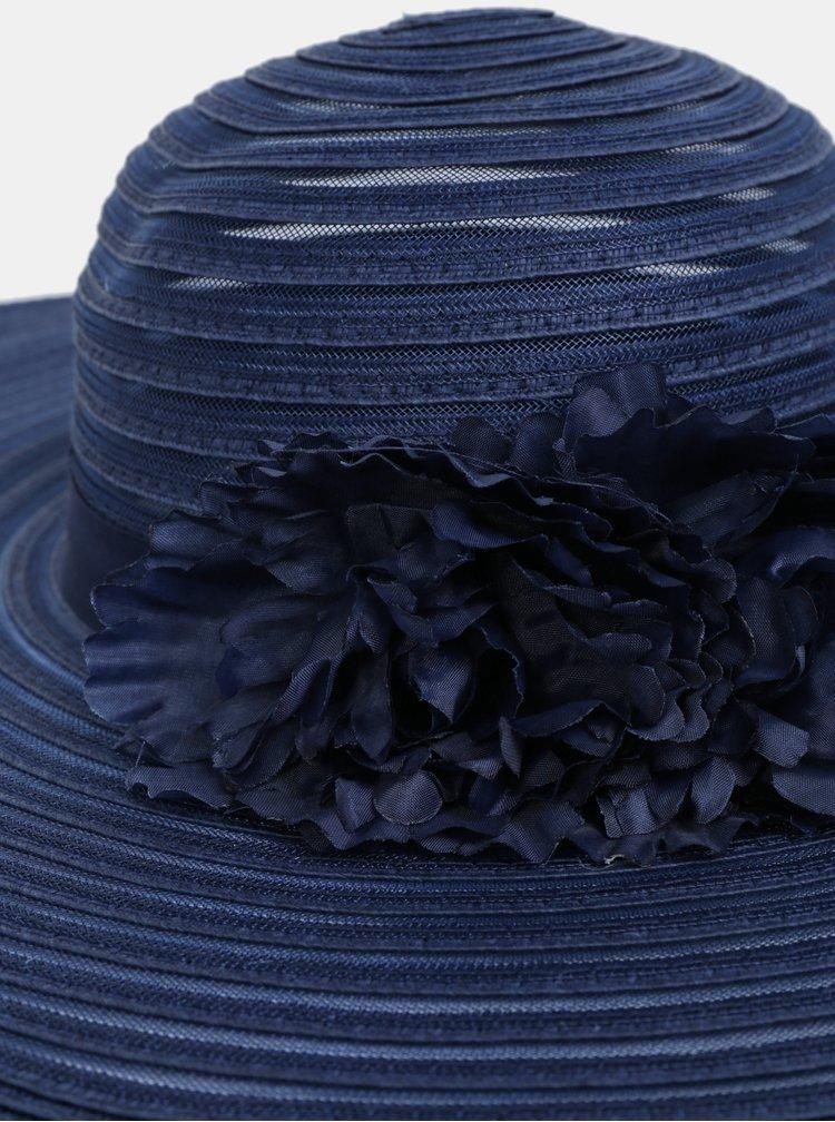 Tmavě modrý klobouk s ozdobnými květy Dorothy Perkins