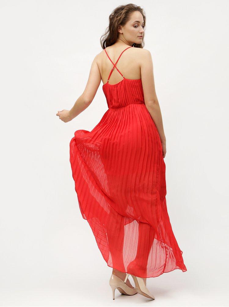 Červené plisované  maxišaty na ramínka MISSGUIDED