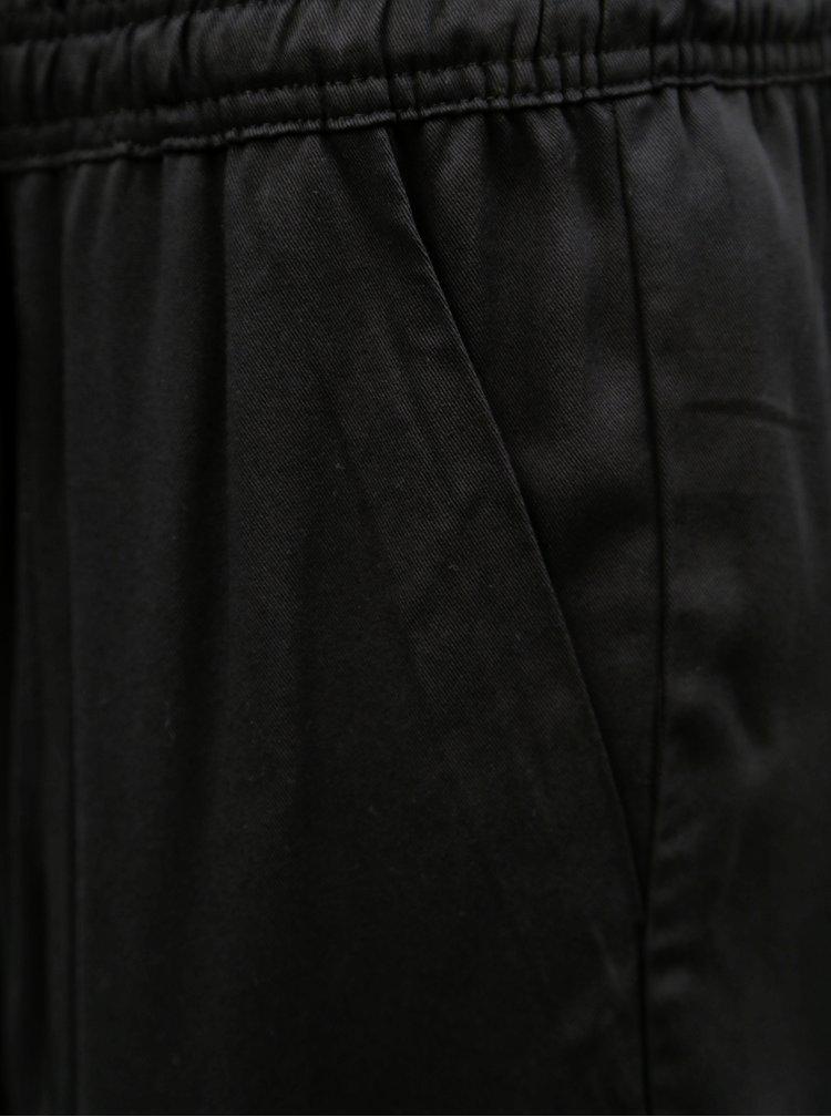 Pantaloni scurti negri lejeri cu talie inalta Jacqueline de Yong Capella