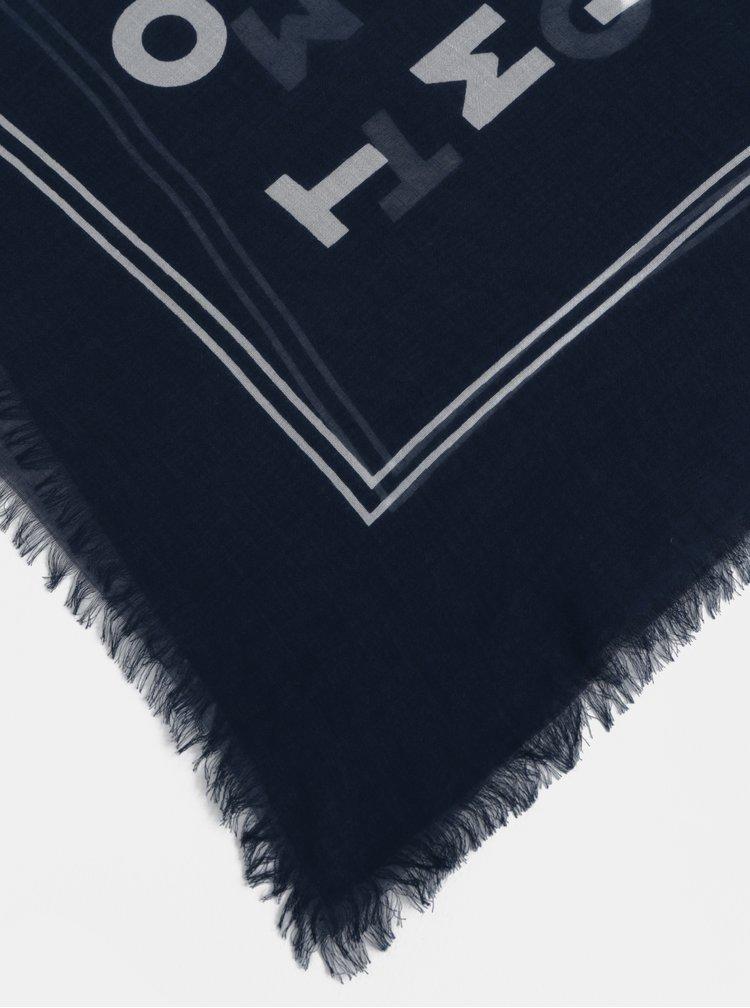 Tmavě modrý vzorovaný šátek Tommy Hilfiger