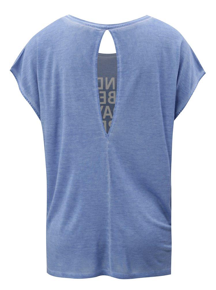 Modré tričko s potiskem a průstřihem na zádech Blendshe Kim
