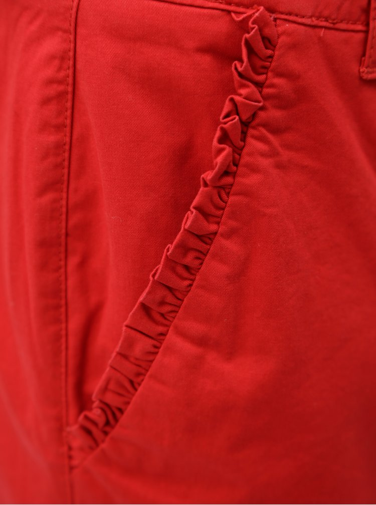 Červené kraťasy s volánky na kapsách Dorothy Perkins
