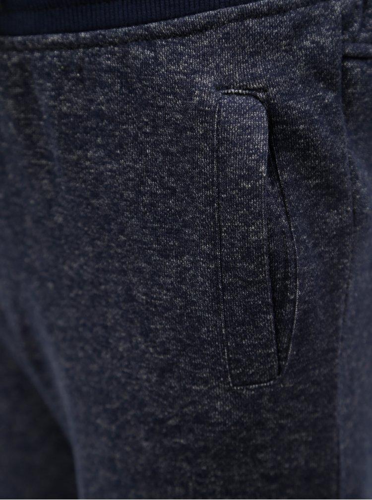 Tmavě modré klučičí žíhané kraťasy s potiskem 5.10.15.