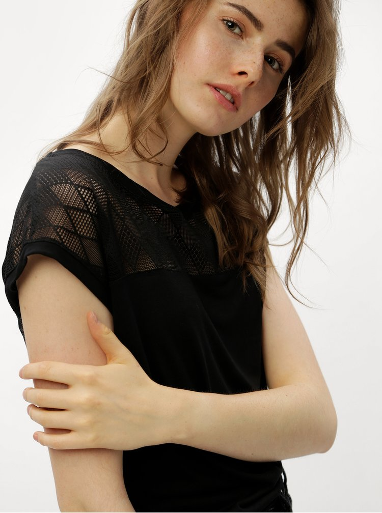 Černé tričko se síťovaným sedlem a zádami Jacqueline de Yong Renee