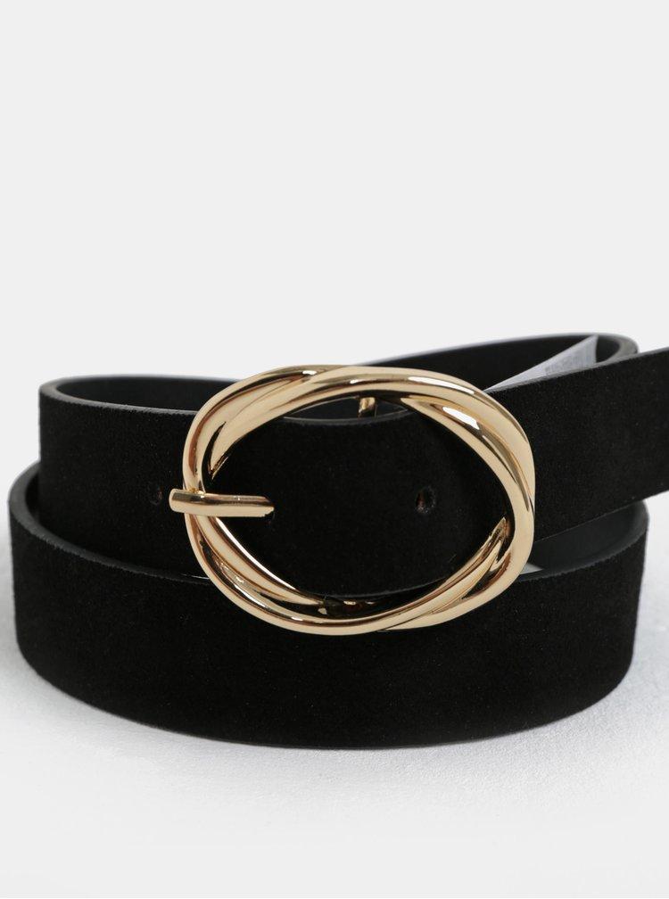 Černý semišový pásek se sponou ve zlaté barvě Pieces Dedra
