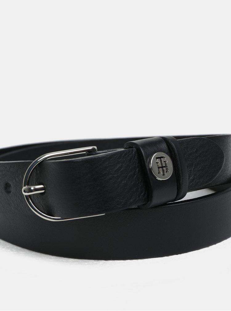 Černý dámský úzký kožený pásek Tommy Hilfiger