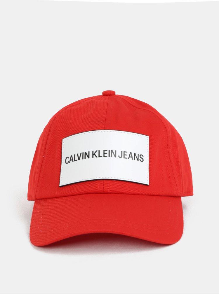 Červená kšiltovka s koženou nášivkou Calvin Klein Jeans