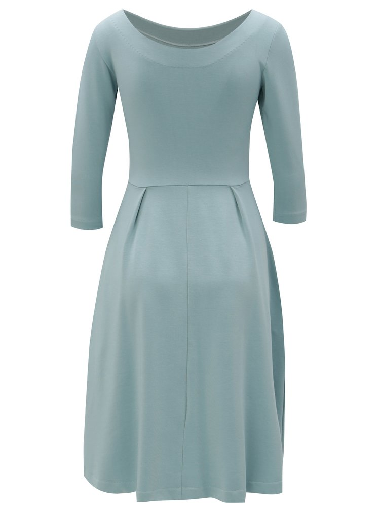 Světle modré šaty s kapsami miestni