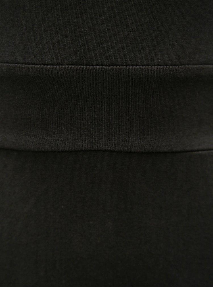 Černé maxišaty s výstřihem na zádech miestni