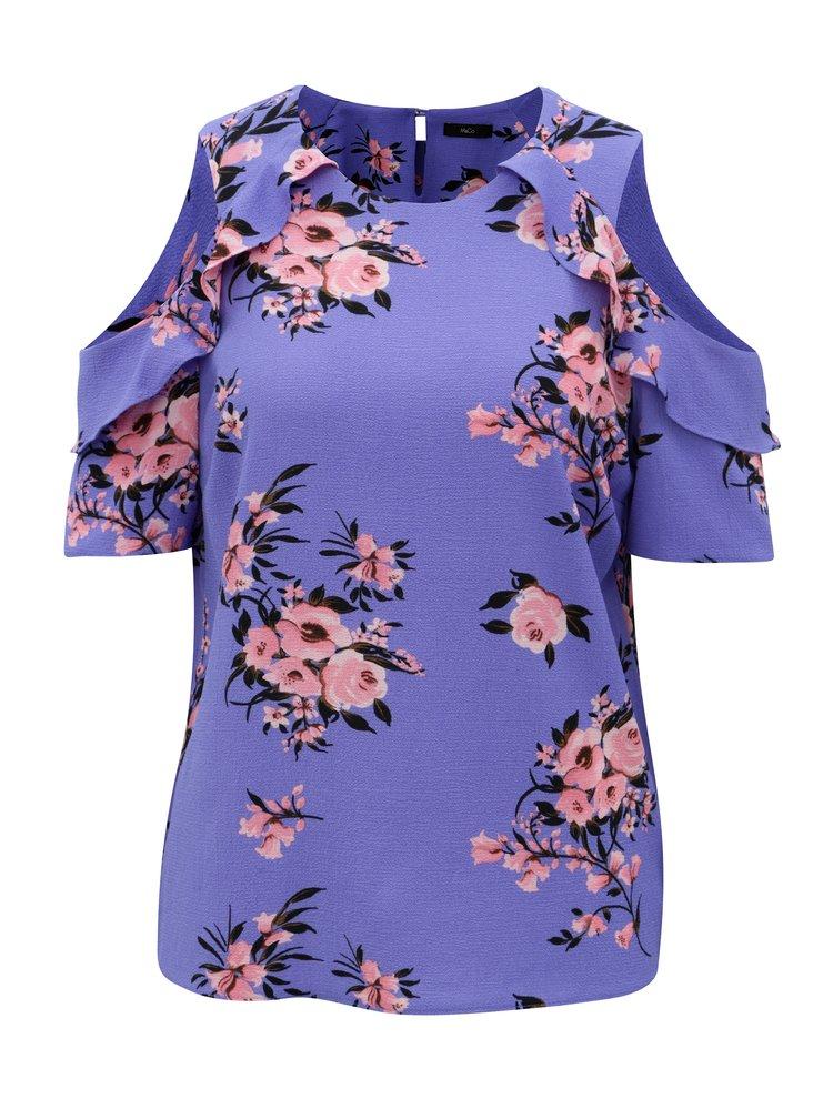 Fialová kvetovaná blúzka s prestrihmi na ramenách M&Co