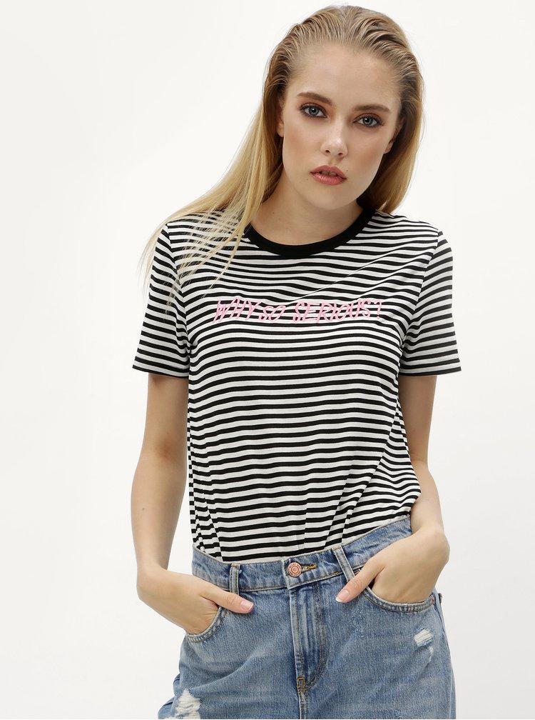 Bielo–čierne pruhované tričko s výšivkou Jacqueline de Yong Tolla