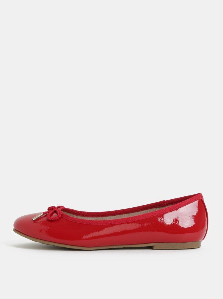 Červené lesklé baleríny s mašlí Tamaris