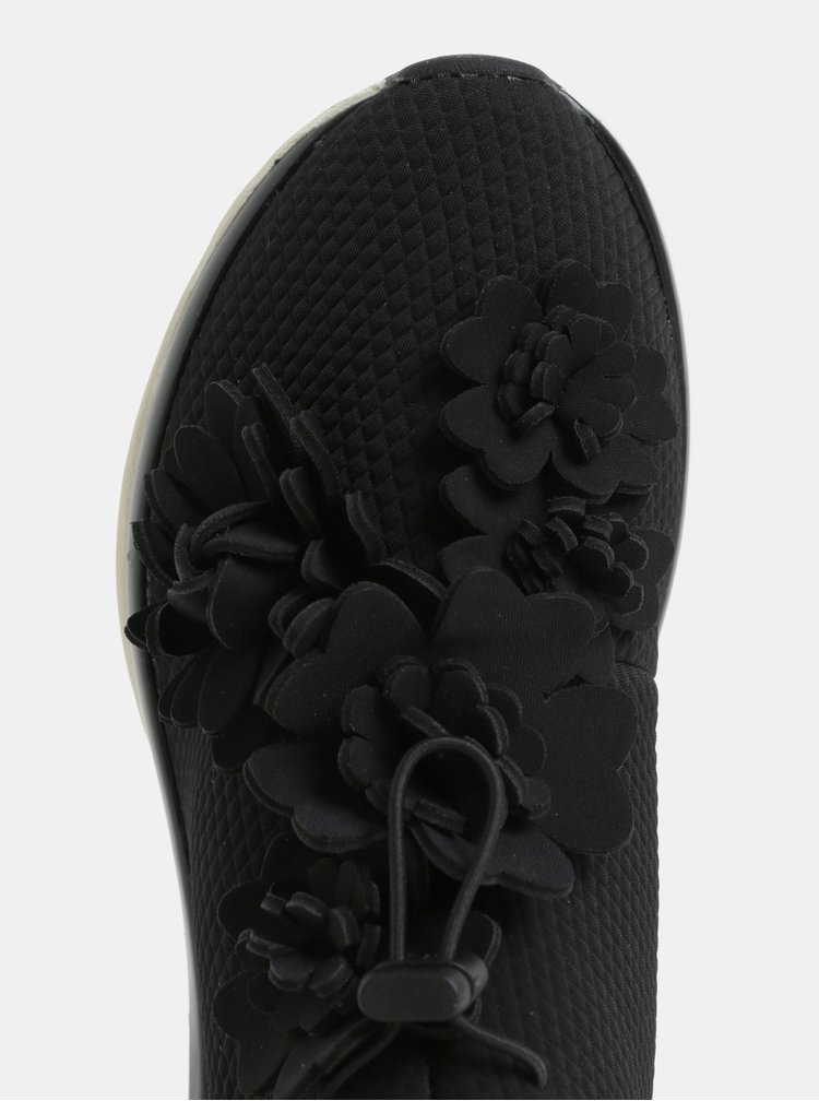 Černé tenisky s aplikací ve tvaru květin Tamaris