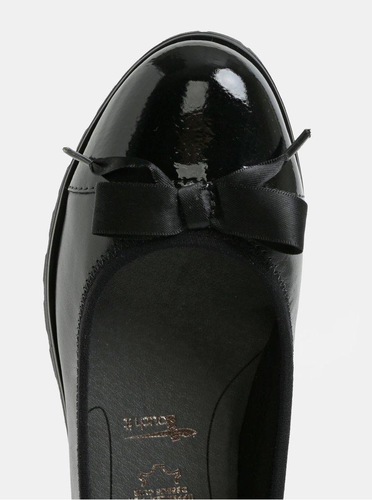 Černé kožené baleríny s mašlí  Tamaris