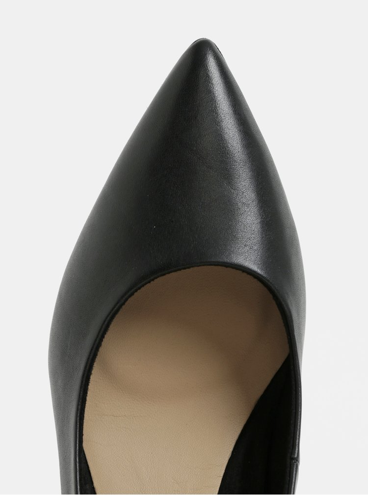 Černé kožené lodičky na kovovém podpatku Tamaris