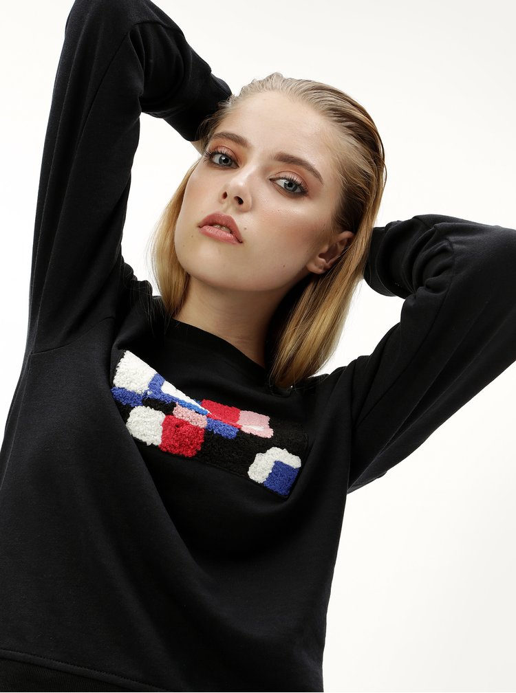 Bluza sport neagra cu aplicatie colorata Jacqueline de Yong Class
