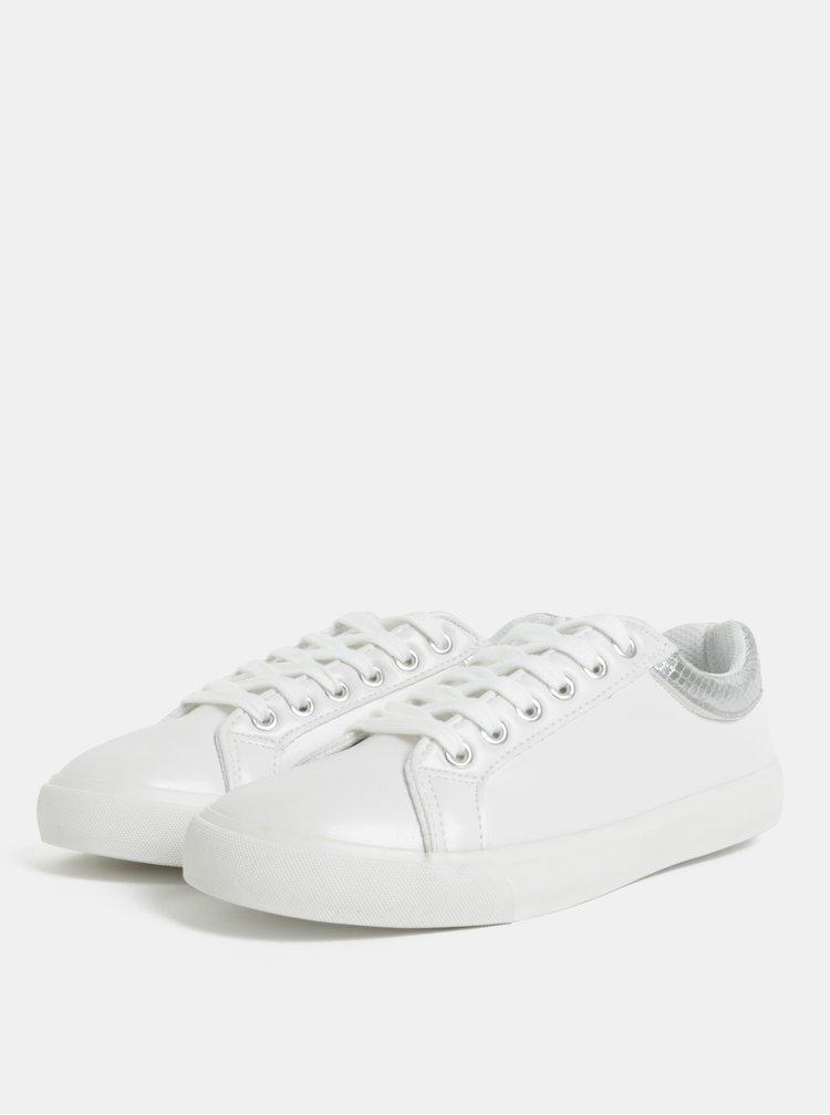 Bílé tenisky s detaily ve stříbrné barvě Dorothy Perkins