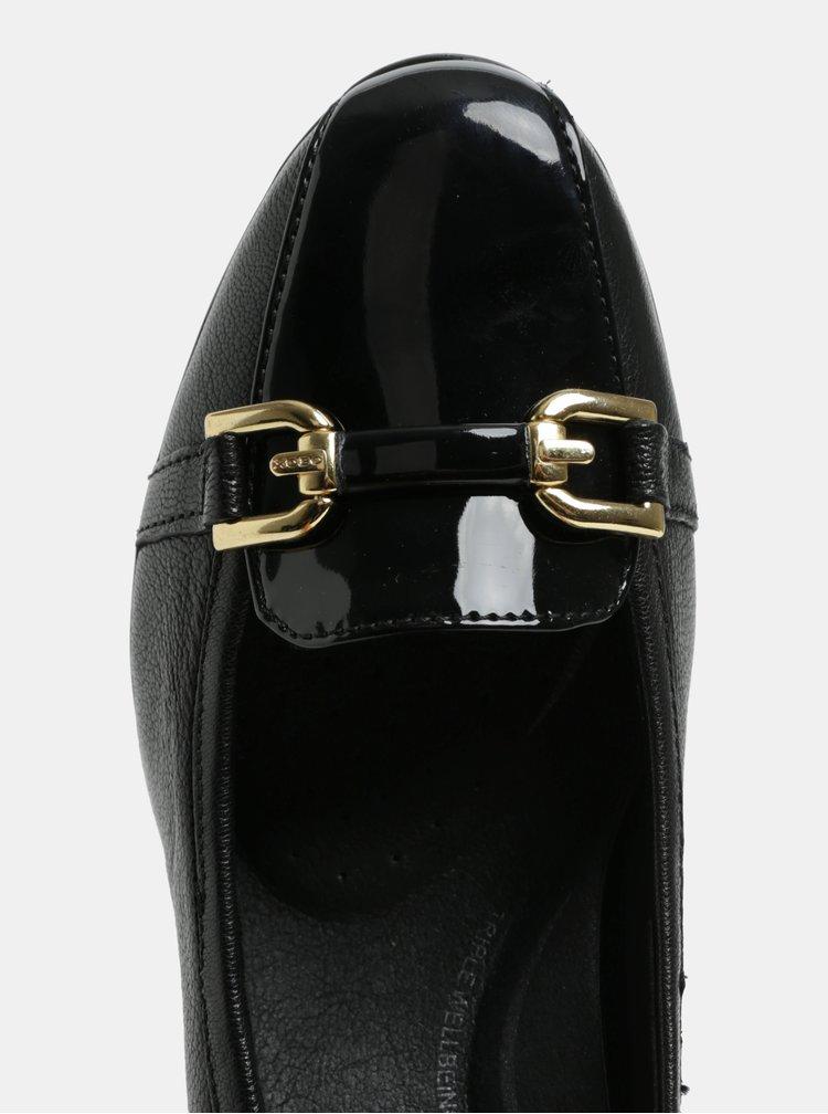 Černé mokasíny na podpatku s ozdobou ve zlaté barvě Geox Annya