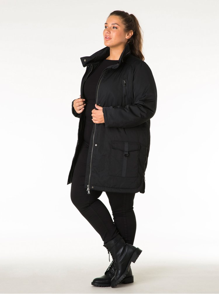 Černý kabát s kapucí v límci Yest