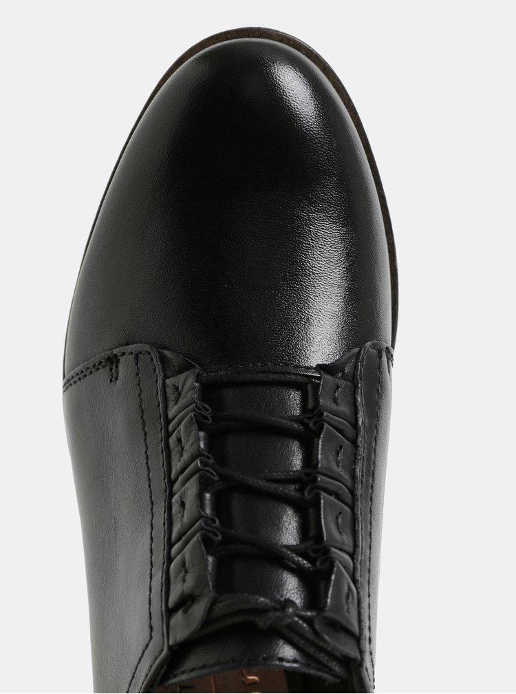 Černé kožené polobotky s volánky Tamaris