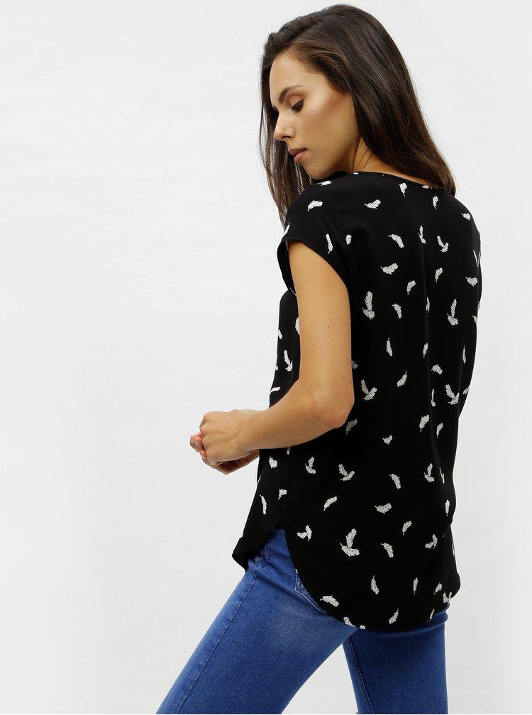 Černé tričko s motivem pírek VERO MODA Boca